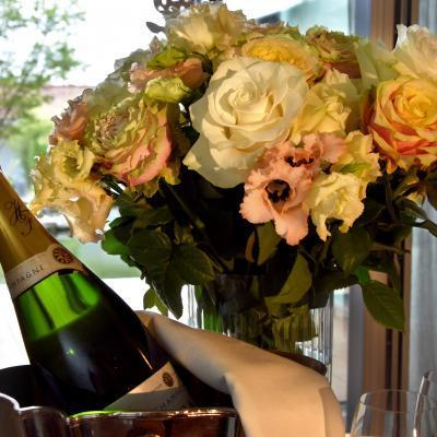 Additional Flowers And Champagne Detail